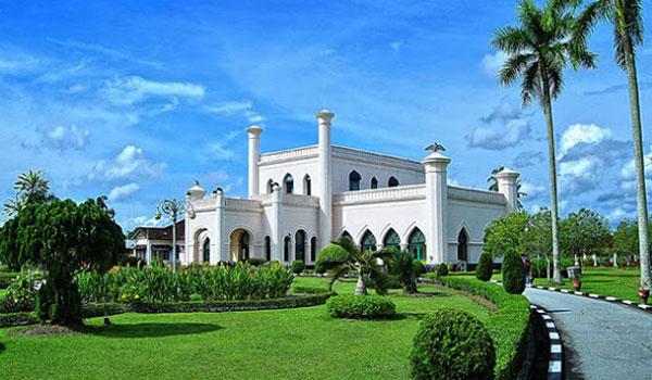 istana siak sri indapura - Tempat Wisata di Pekanbaru yang Tidak Boleh Dilewatkan