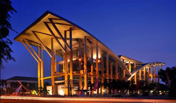 perpustakaan soeman hs - Tempat Wisata di Pekanbaru yang Tidak Boleh Dilewatkan